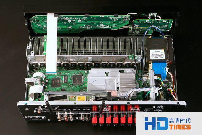 大颗者对应后级放大器所需,小颗者则提供前级电路用电,避免后级需要大