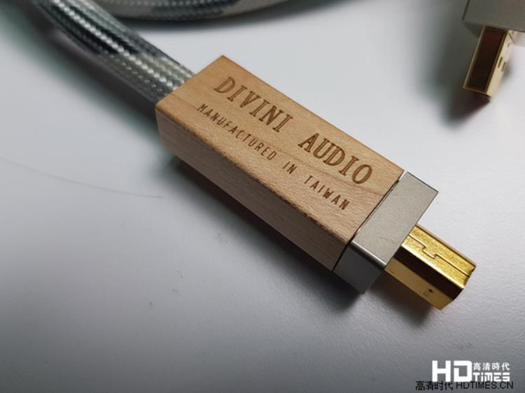 带给音乐无比活力和光彩-Divini UM-12 USB线