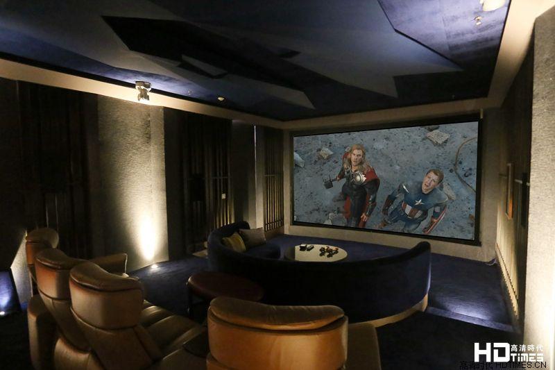 新时代家庭影院美妙呈现 180寸透声幕