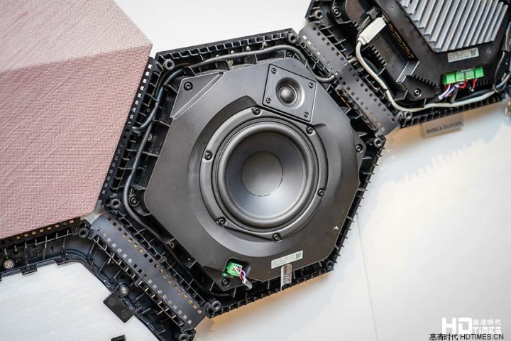 用家自制「靓声特色墙」 B&O 推出 BeoSound Shape 墙挂式无线喇叭