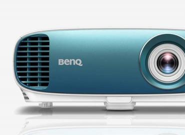 一万元入手 BenQ 4K HDR 投影机 TK800 内置足球模式大画面看世界西游
